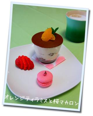 オレンジティラミスと桜マカロン.jpg